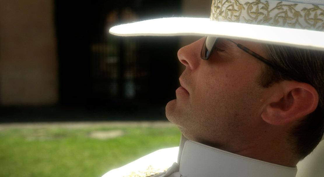 Jude Law ako historicky prvý americký pápež